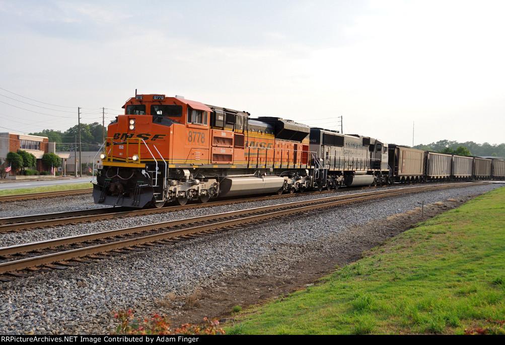 BNSF 8778 on NS Q36