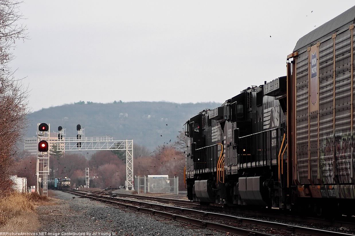287 rolls up to the west signal