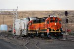 BNSF 2645 & BNSF 2917 switching a reefer car