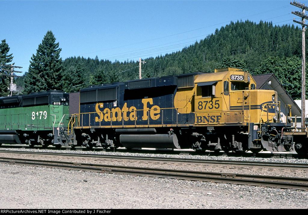 BNSF 8735