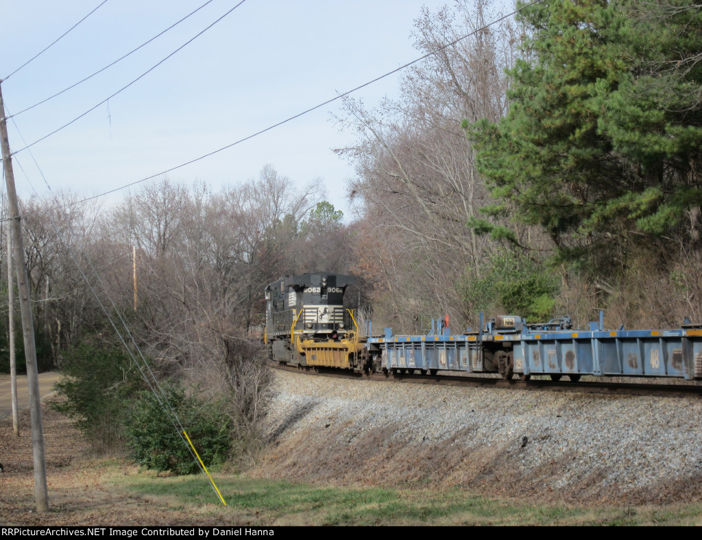 NS 9062 leads train away around the curve