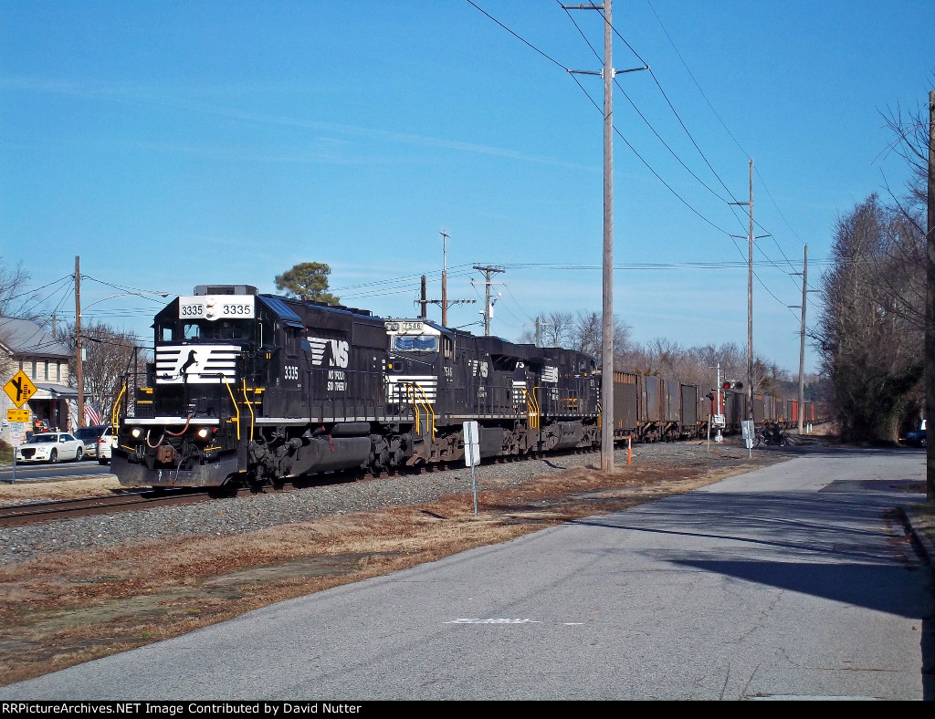 NS 62W southbound train approached thru Front st.