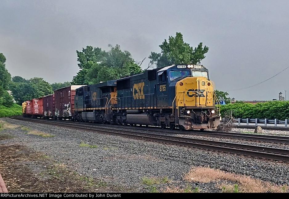 CSX 8785 on Q-410