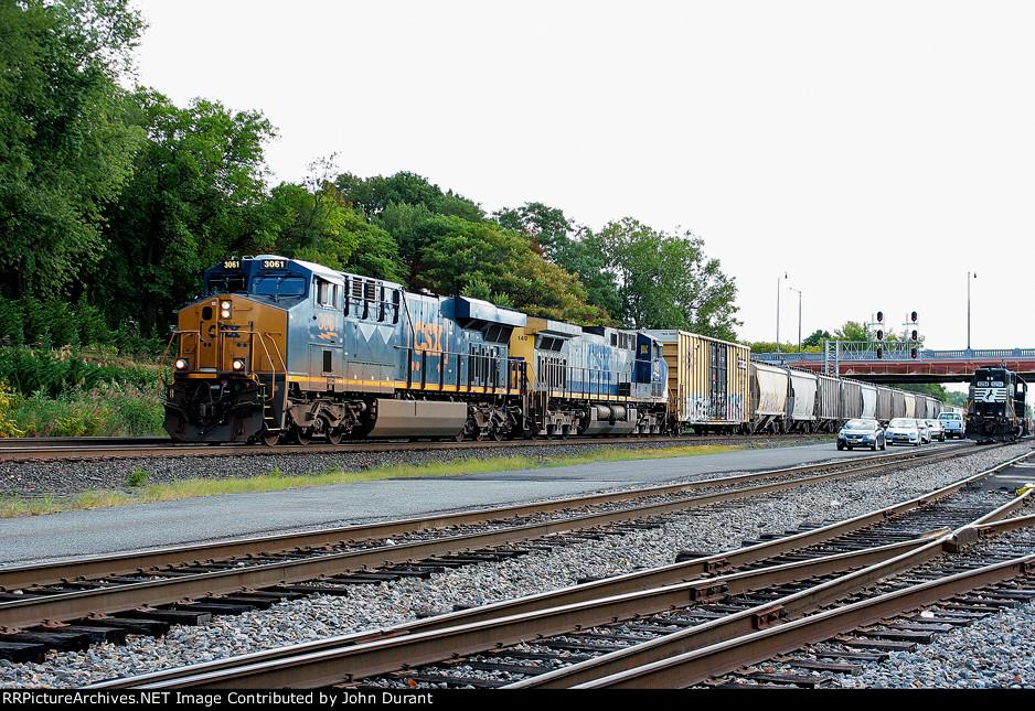 CSX 3051 on Q-438