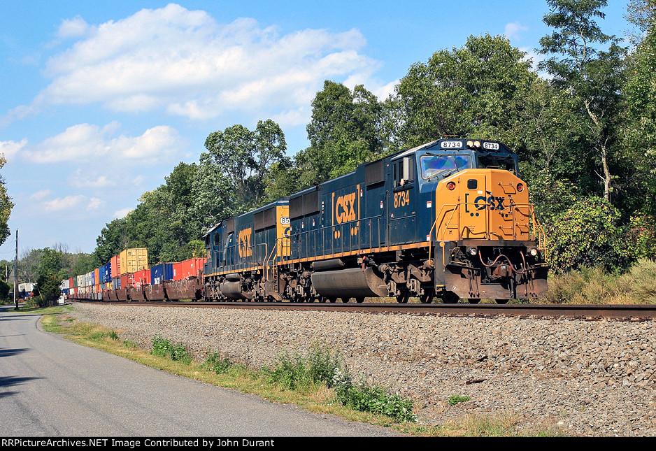 CSX 8734 on Q-114