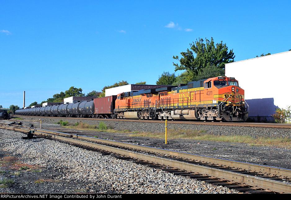 BNSF 4311 on K-044