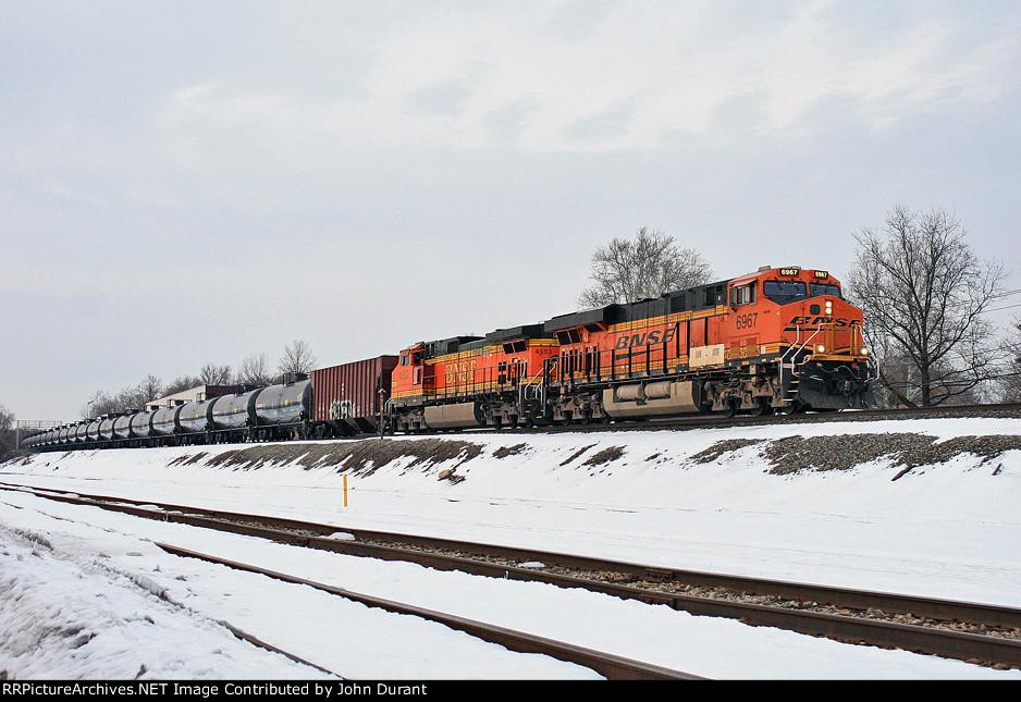 BNSF 6967 on K-042