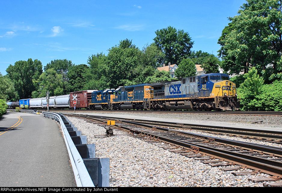 CSX 512 on Q-417