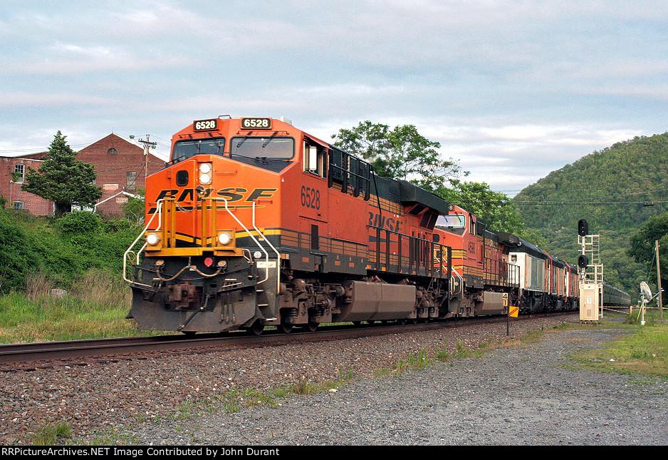 BNSF 6528 on X-980