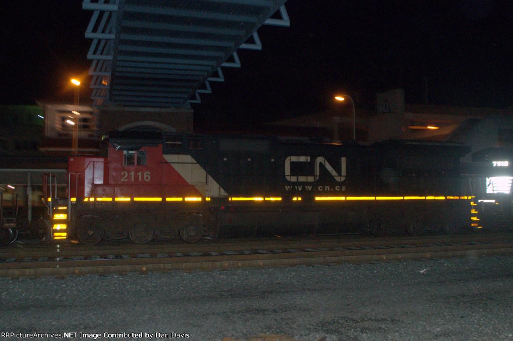 CN C40-8 2116 trails on 24Z