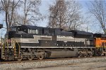 NS / NYC 1066 On NS 215 Eastbound