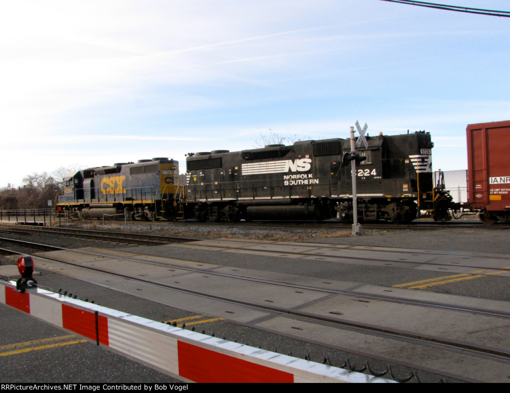 NS 5224 and CSX 4294