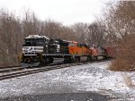 NS 1149; BNSF 7176 and 605