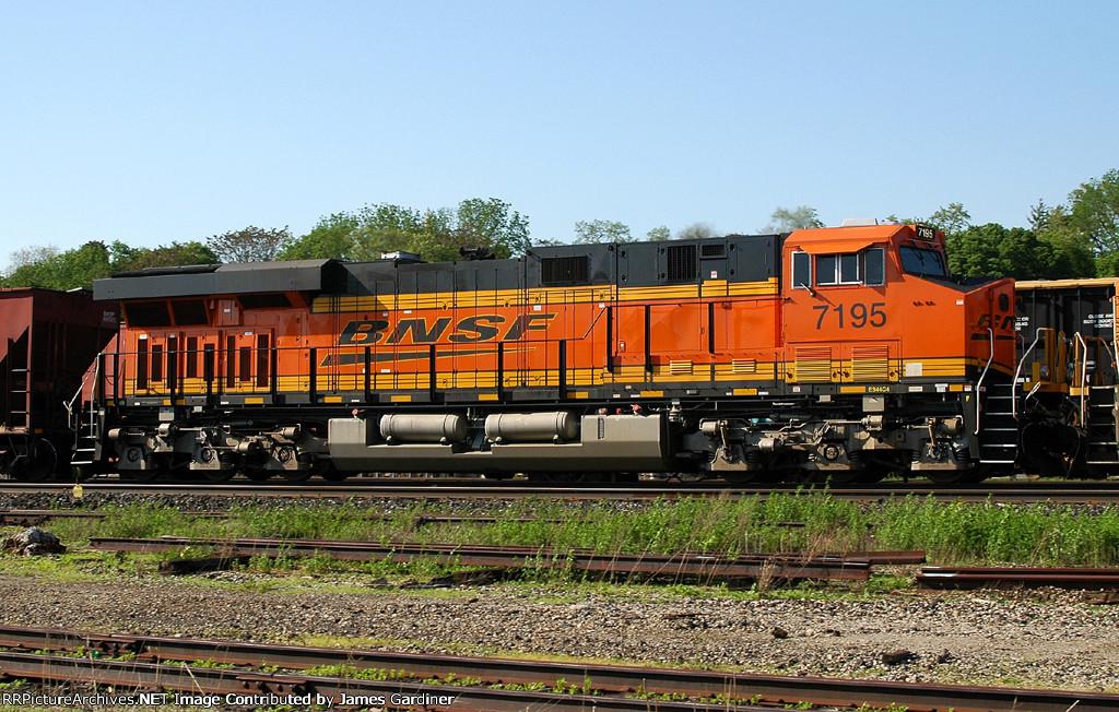 BNSF 7195