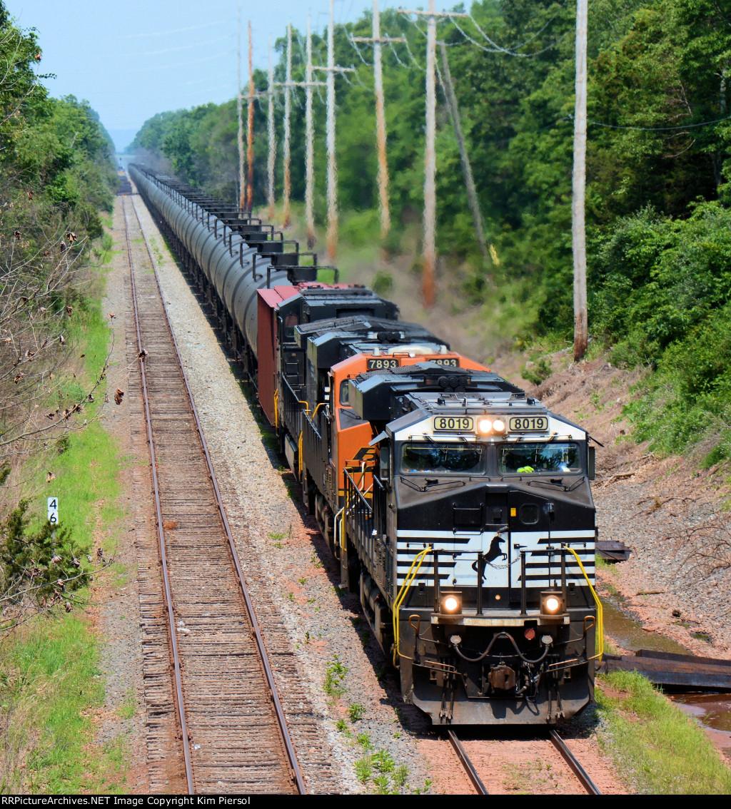 NS 8109 CSX Train K140 Crude Oil Loads