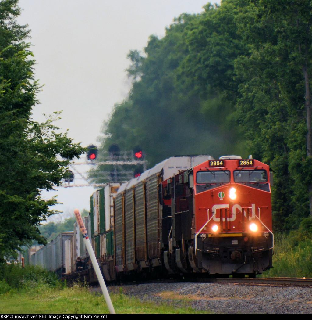CN 2854 NS Train 212