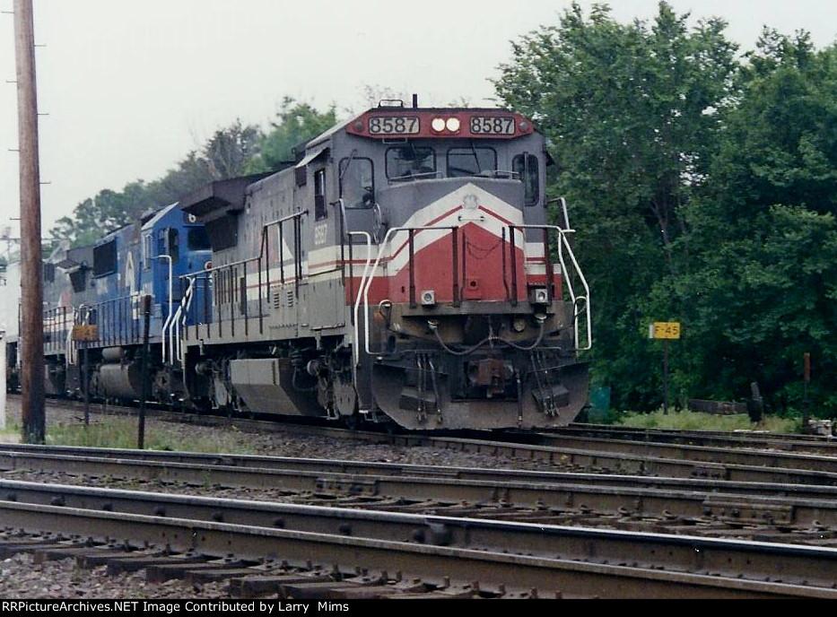 LMX 8587