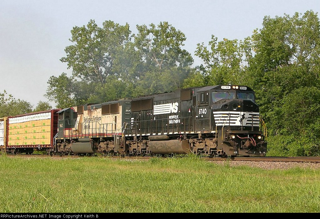 NS 6740 and BNSF 9647