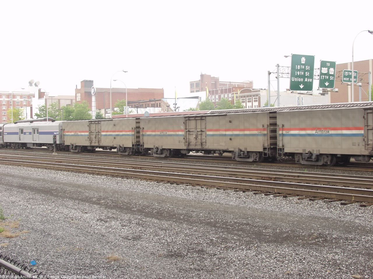 3 Material Handling Cars and a heritage baggage on the Three Rivers