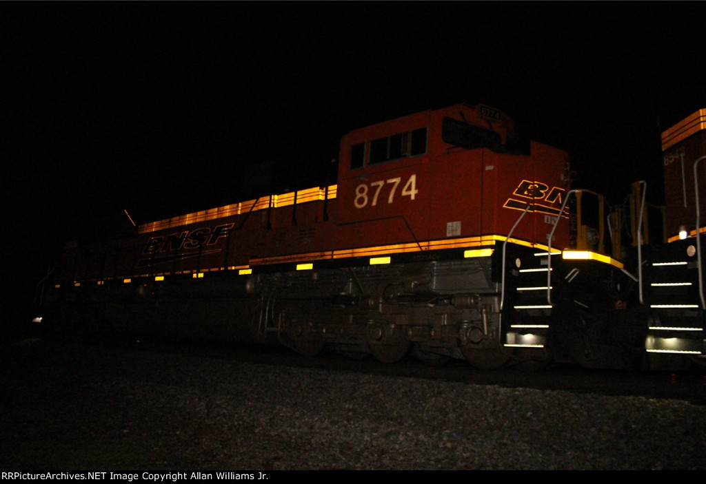 BNSF 8774