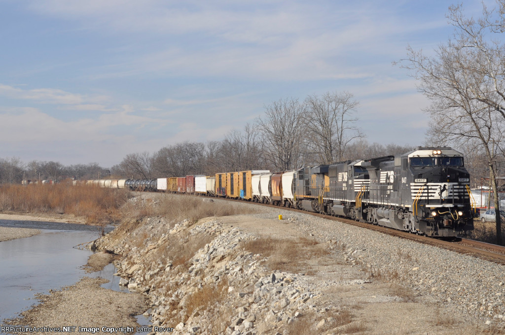 NS 8417 ExCon  On NS 143 Eastbound
