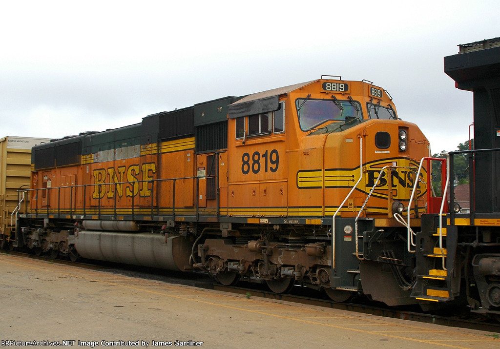BNSF 8819