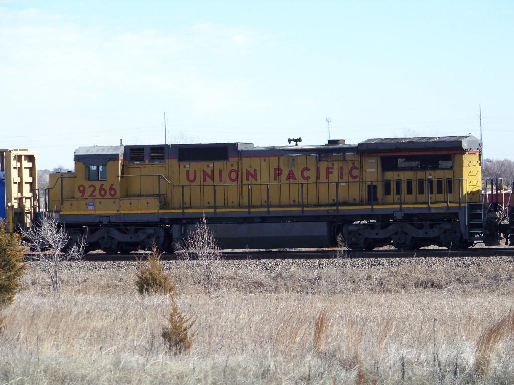 UP C40-8 9266