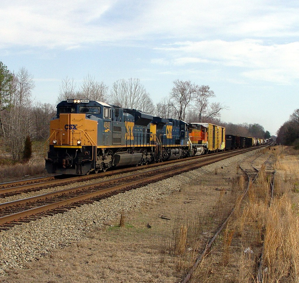 CSX 4848 SD70ACe Leads Q438-11