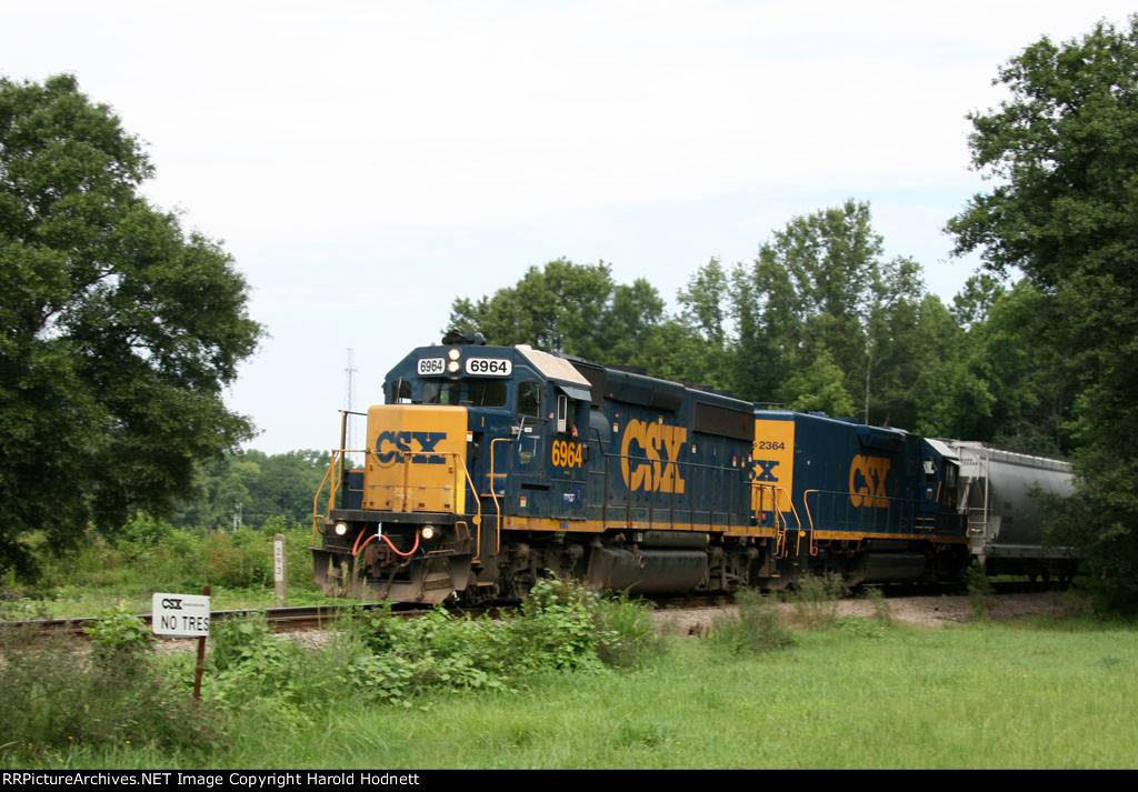 CSX 6964 & 2364 lead train F739 past the SH 293 mp
