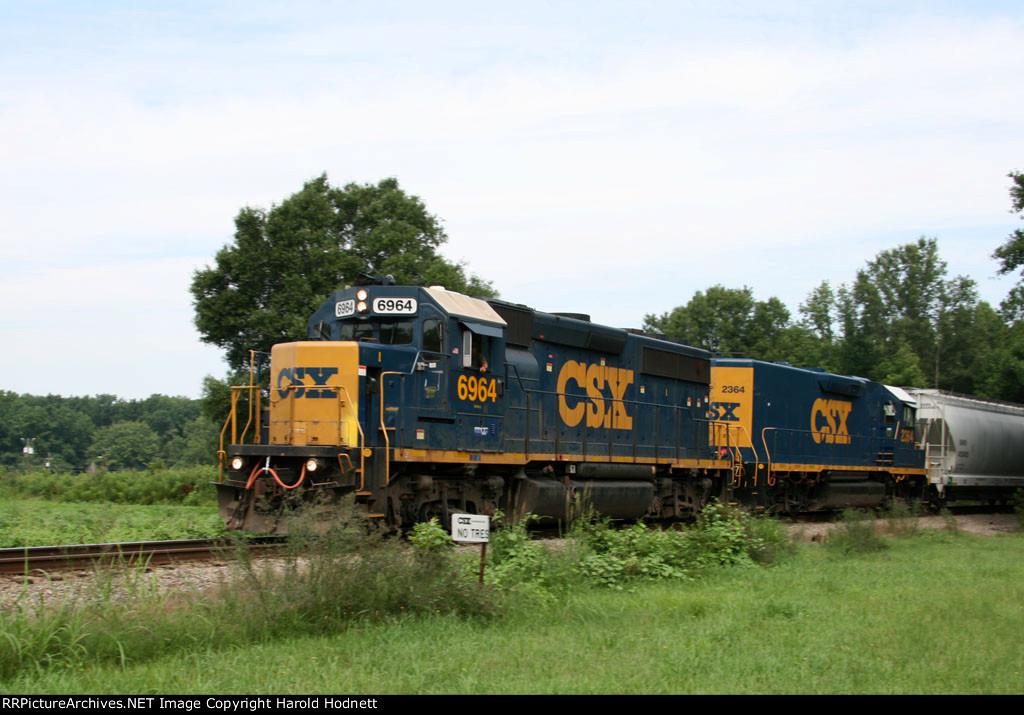 CSX 6964 & 2364 lead train F739 southbound