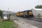 CSX 8018 & OFOX 2787 work their way slowly west through Sunnyside