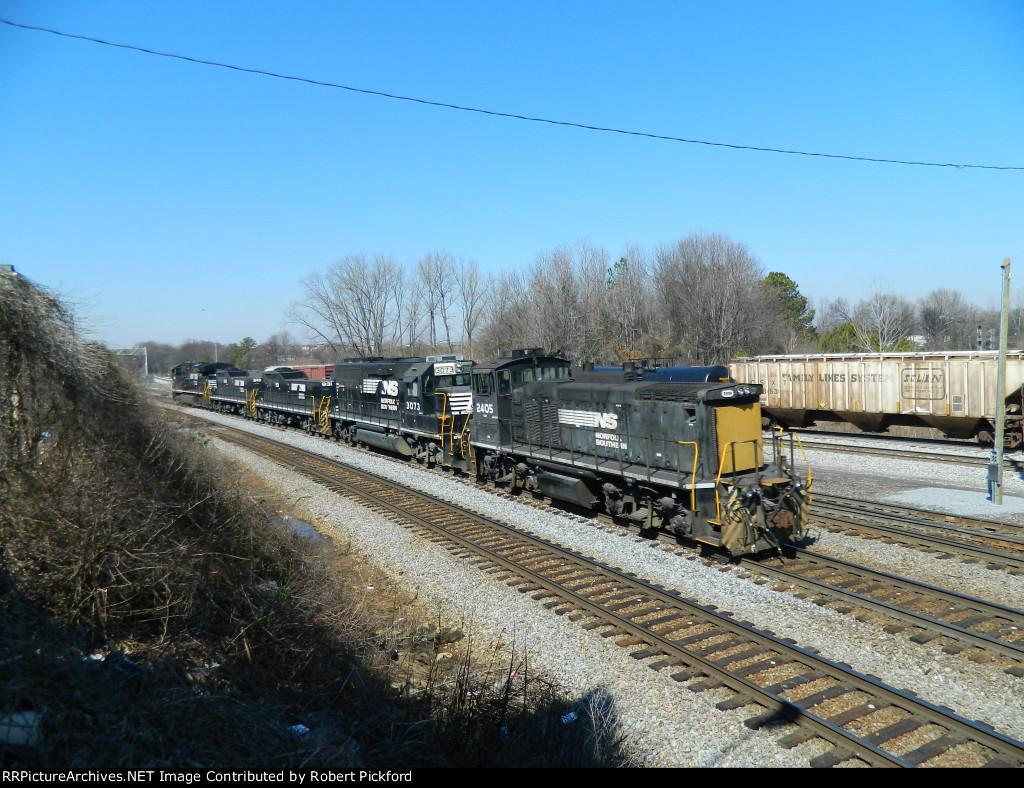 NS 8019 (ES44AC) 940 (RP-E4D) 931 (RP-E4D) 3073 (GP40-2) 2405 (MP15DC)
