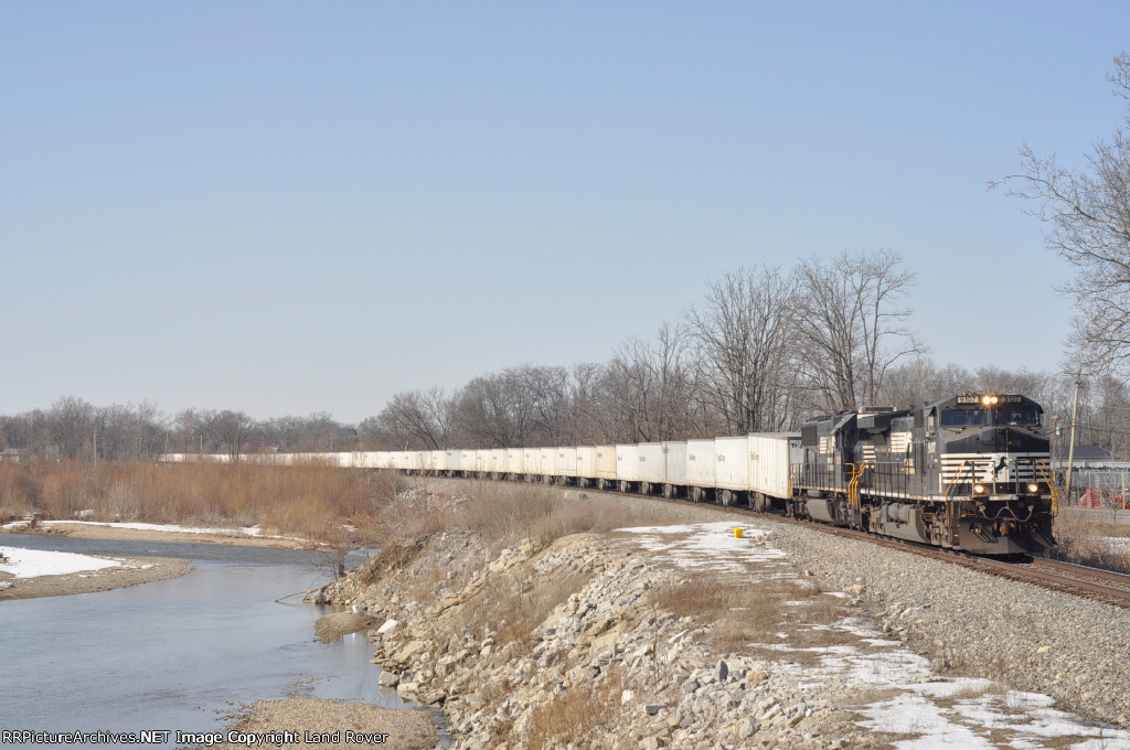 NS 9107 On NS 251 Eastbound