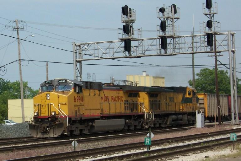 up 6998 leads empty coal train