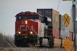 CN 2818 approaching Weyer Rd. with a NB intermodal just after meeting a SB counterpart