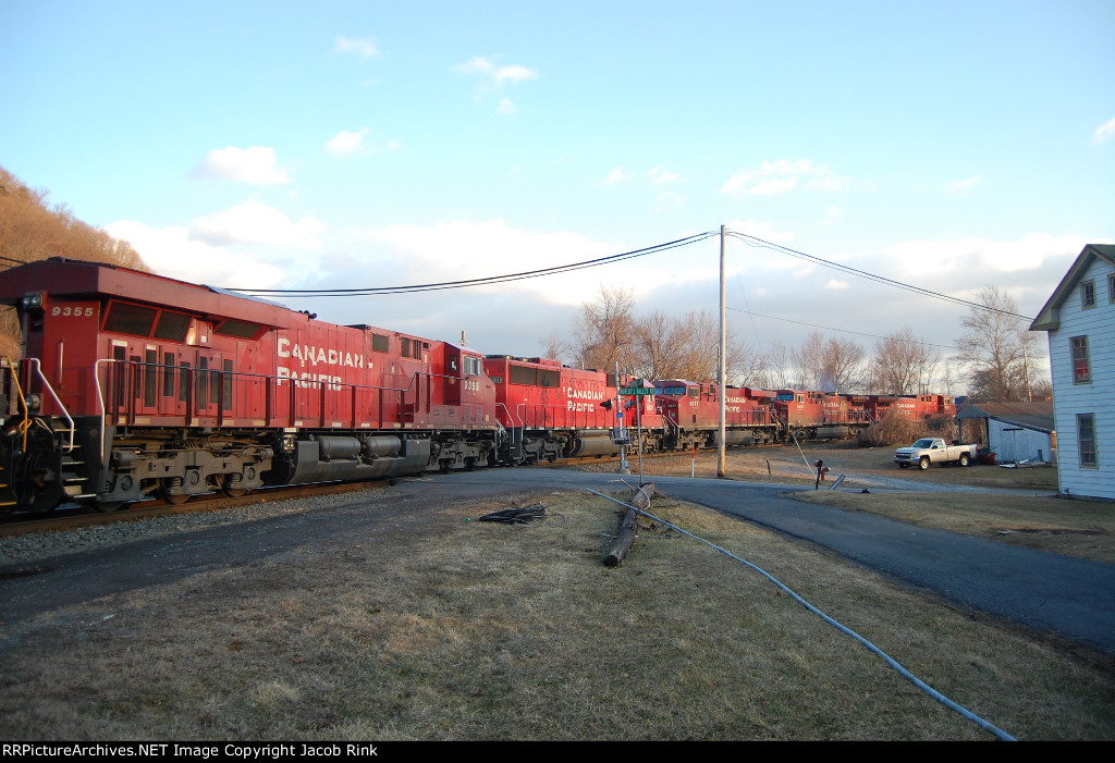 FIVE Canadian Pacific Engines on NS 12R