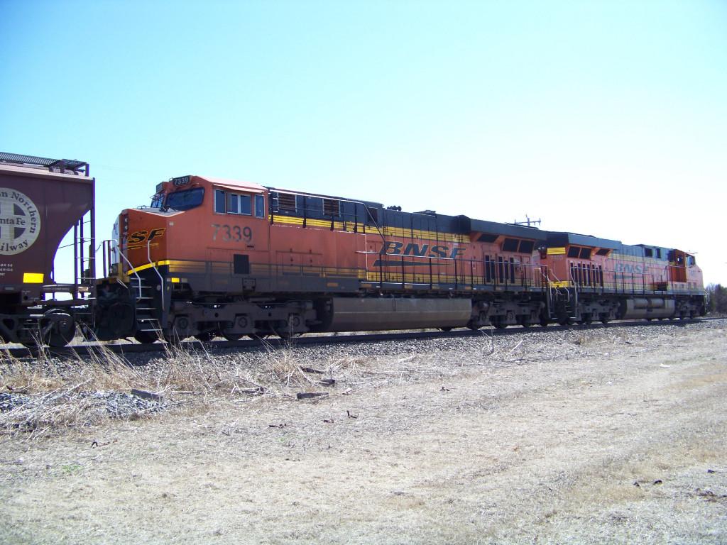 BNSF ES44DC 7339