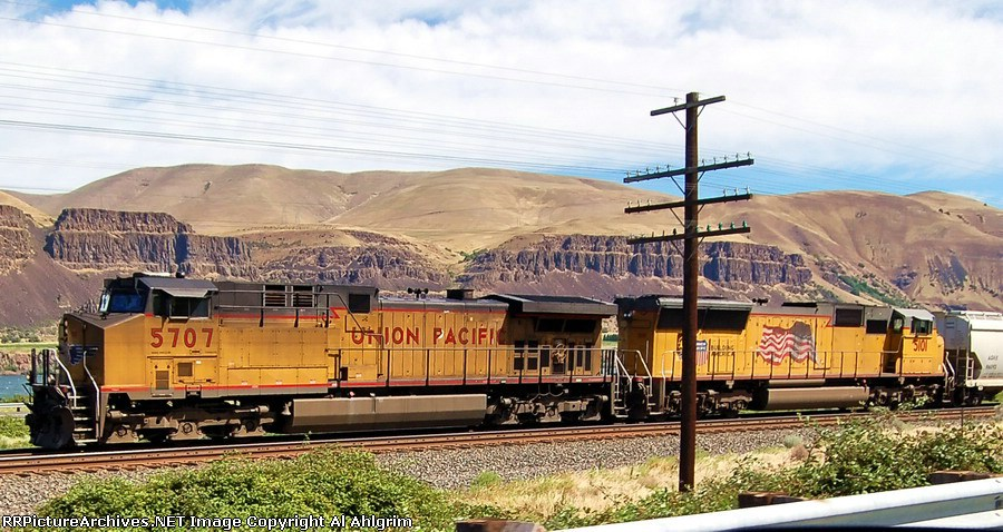 UP 5707 & UP 5101