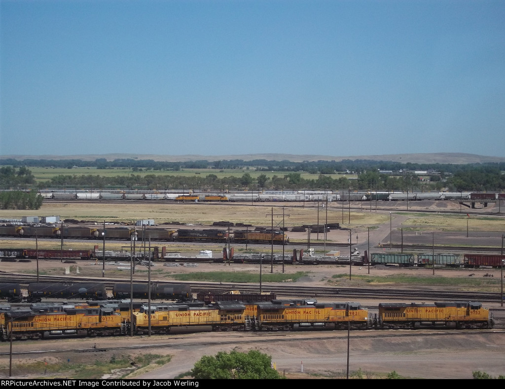 UP 9727 and UP 6533.