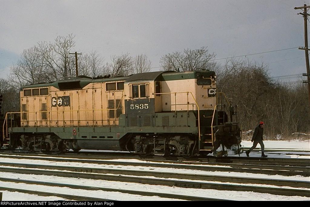 Conrail GP7 5835