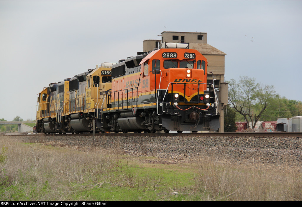 BNSF 2888 Heads in revers past the old coal towers.