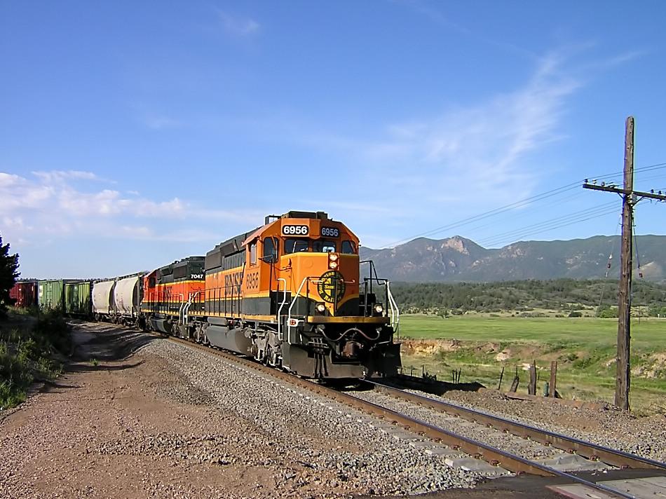 BNSF 6956 and BNSF 7047