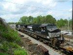 NS 6933 (SD60E) 9674 (C40-9W)