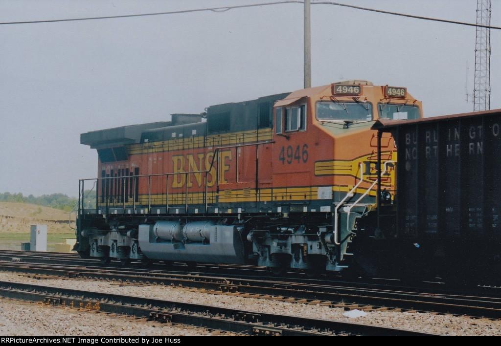 BNSF 4946 DPU