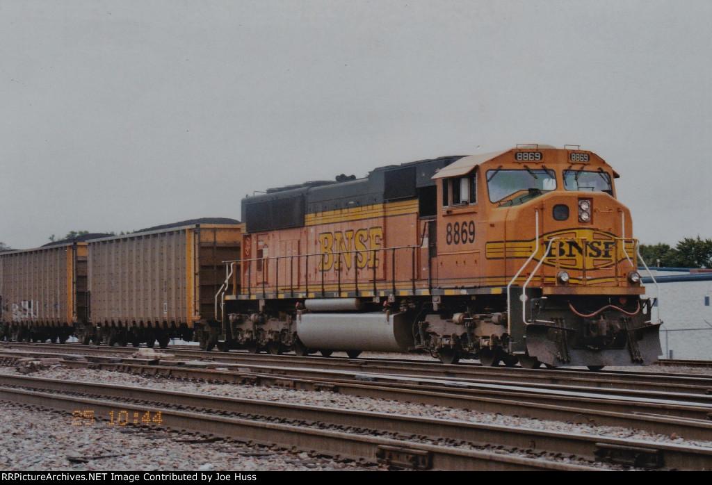 BNSF 8869 North