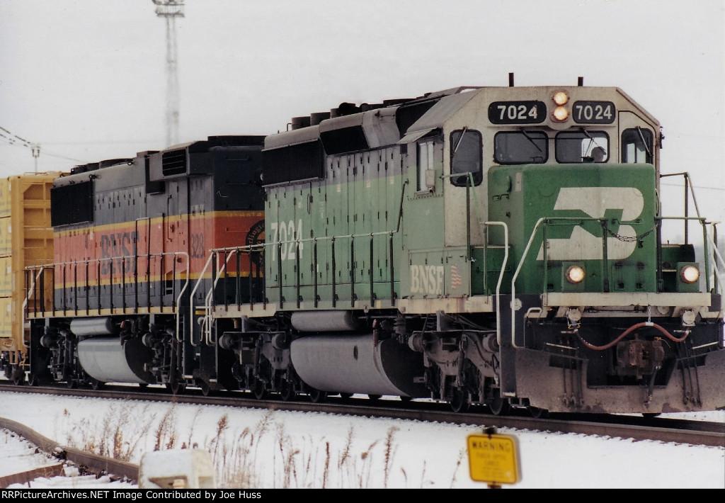 BNSF 7024 East