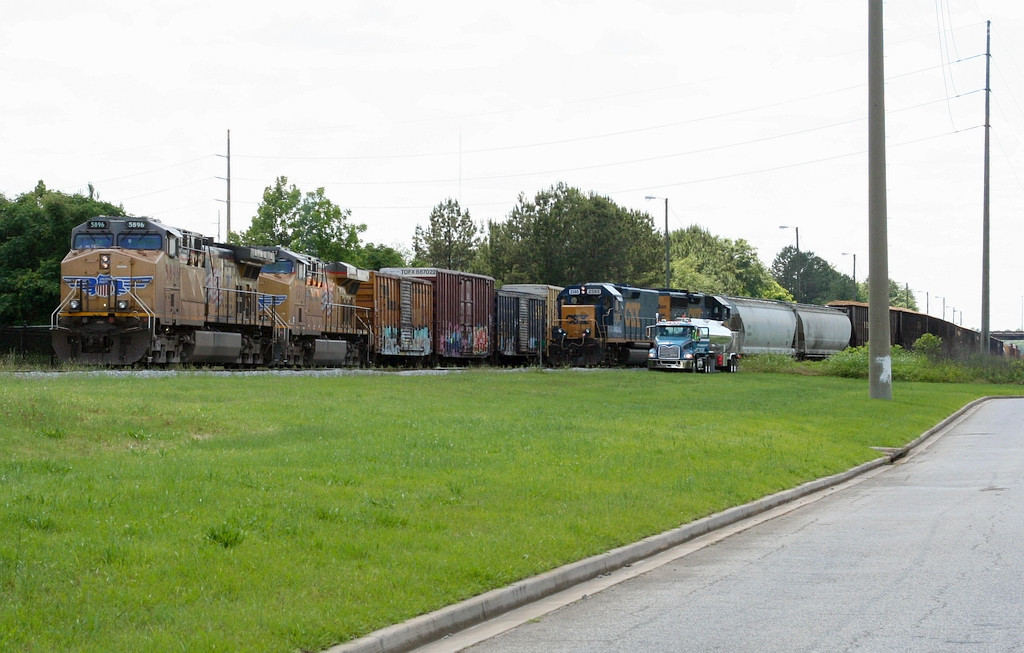 Busy time on the SE of the yard