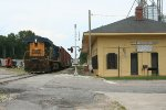 CSX 5208 with the local switching by the GARR depot