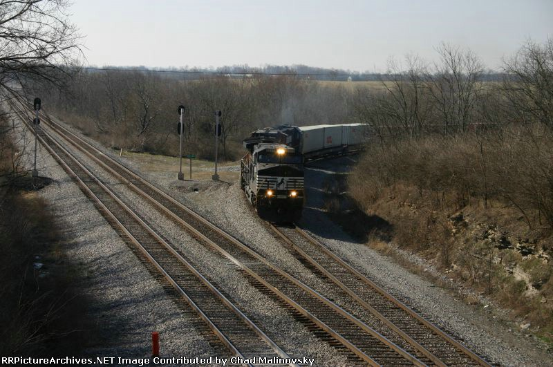 NS 9203 Works his way off the wye from Louisville and beyond