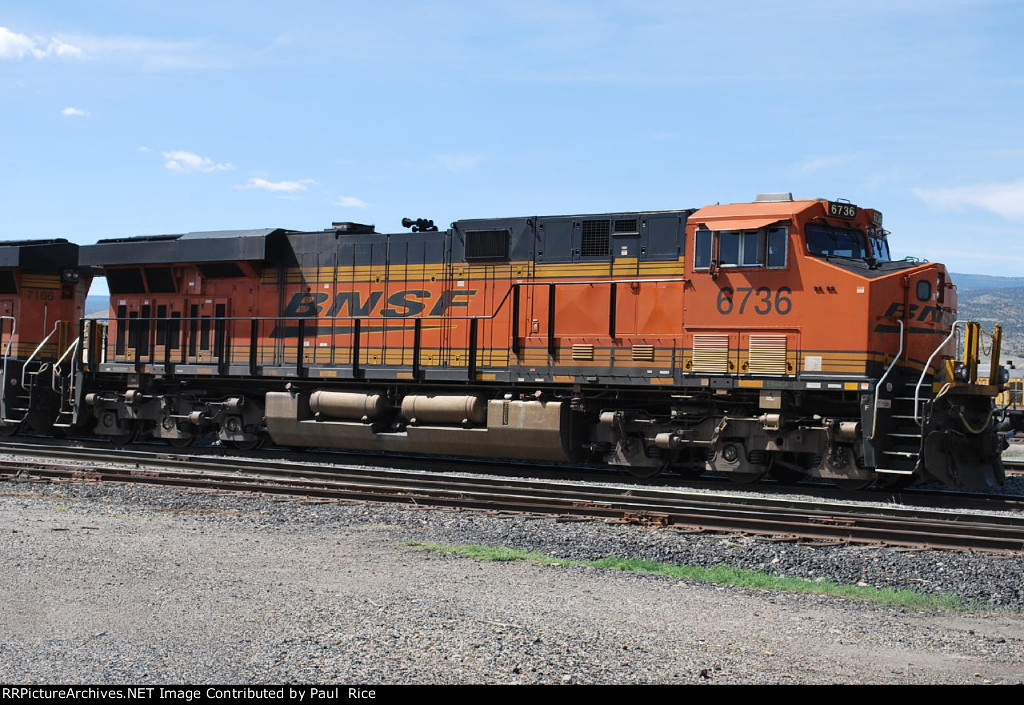BNSF 6736